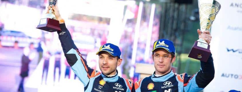 Thierry Neuville e Nicolas Gilsoul sul podio del Monte