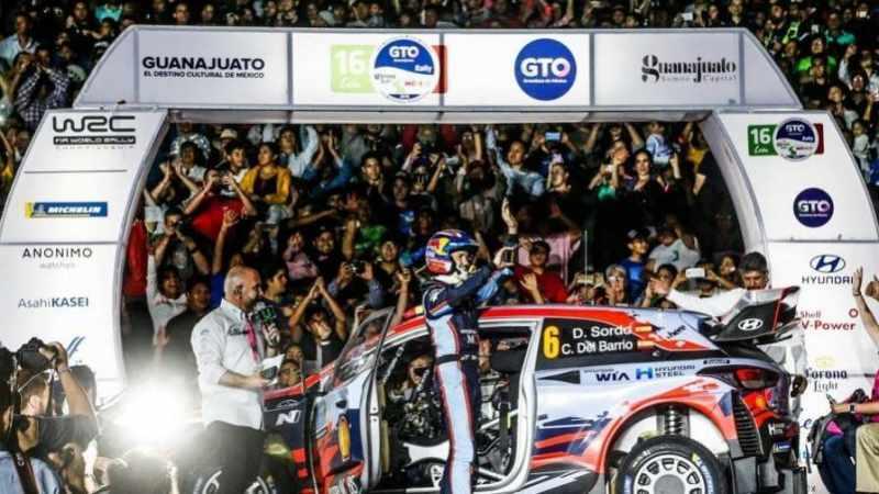 Dani Sordo alla cerimonia di partenza del Rally Mexico