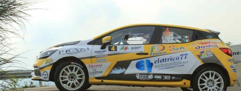 Ivan Ferrarotti con la Clio R3T nella foto Benassi