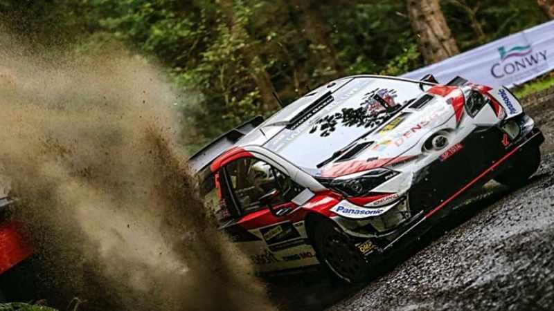 Kris Meeke cerca di vincere il Rally del Galles