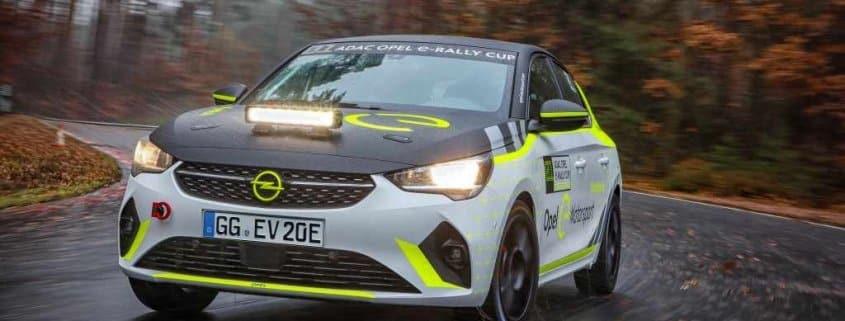 La Opel Corsa-e Rally durante i test di sviluppo