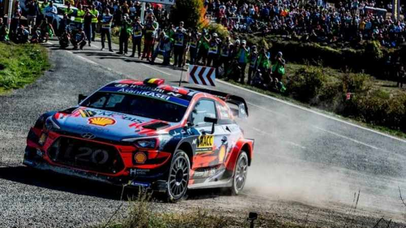 Thierry Neuville impegnato al Rally di Spagna