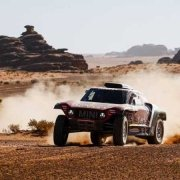 Carlos Sainz in testa alla Dakar Rally