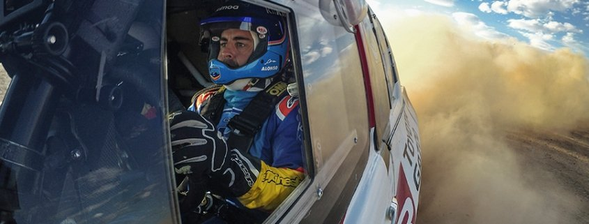 Fernando Alonso testa la Toyota Hilux in vista della Dakar
